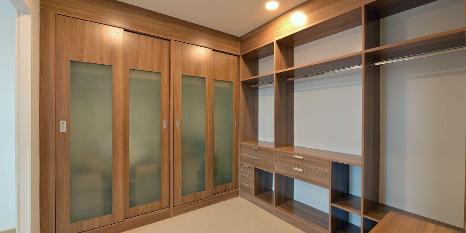 quelques bonnes id es pour un dressing parfaitement organis espace les astuces. Black Bedroom Furniture Sets. Home Design Ideas